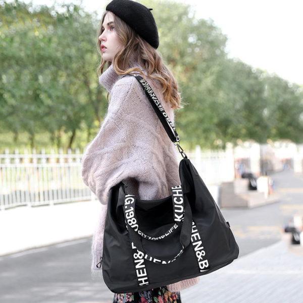 Dámská módní prostorná kabelka pes rameno