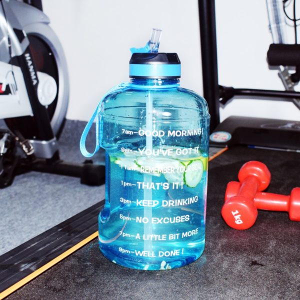 Velká láhev na pomoc s pitným režimem