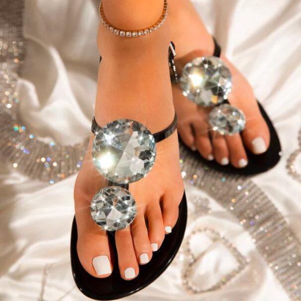 Krásné dámské módní sandály s kamínky